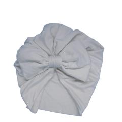 Turbante branco com proteção solar